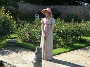 Alice Osmanski as Letitia Beaufort